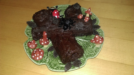 yule-log-buche-de-noel-marzipan-mushrooms