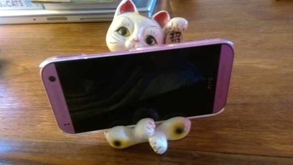 lucky_cat_phone_holder