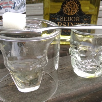 absinthe_skull_glasses