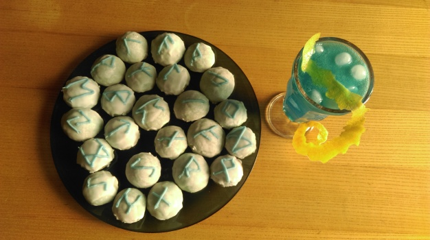 blue_lagoon_cocktail_with_rose_and_lavender_rune_cookies