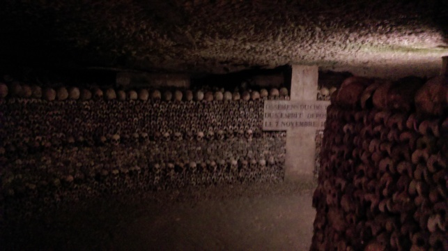 catacombs_of_paris_funary_decor