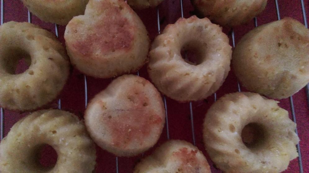 naked_rhubarb_marzipan_cupcakes