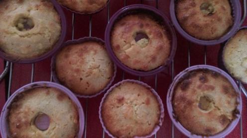 rhubarb_marzipan_cupcakes_baked