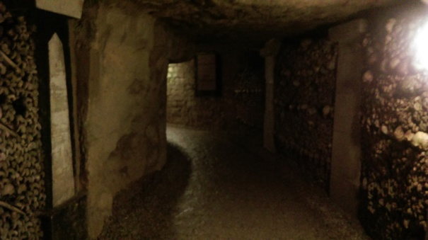 tunnel_catacombs_of_paris