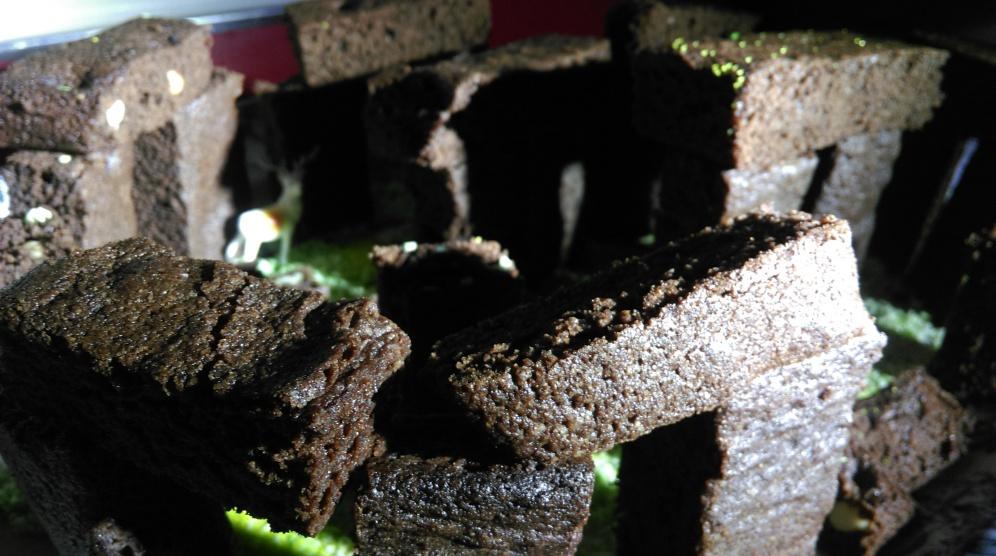 stonehenge_chocolate_cake