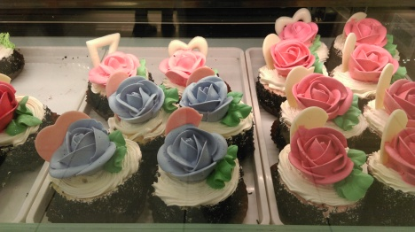 blue_rose_cupcakes_chinatown