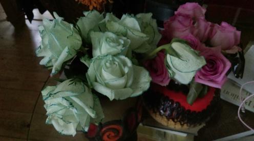 blue_speckled_tutone_roses