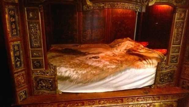 wolf-bed