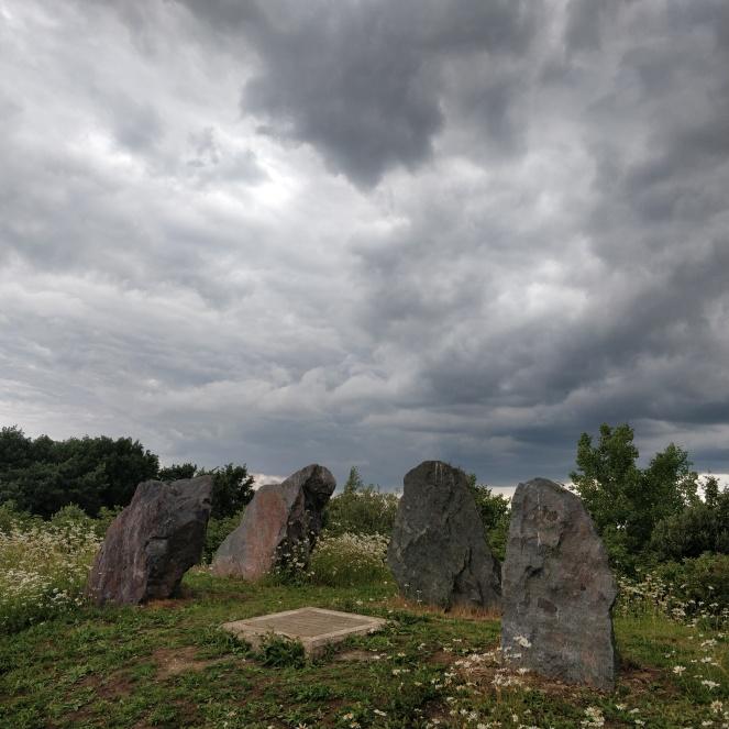mk_henge_arrow_stones2